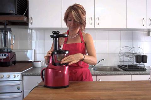 Women with Juice Machine